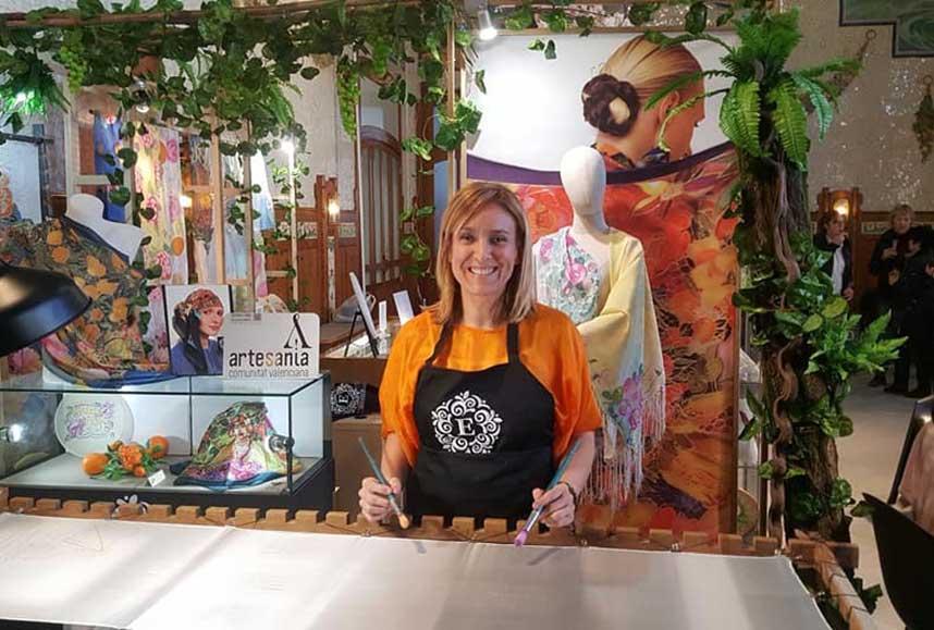 Eva Escamilla en su tienda atelier