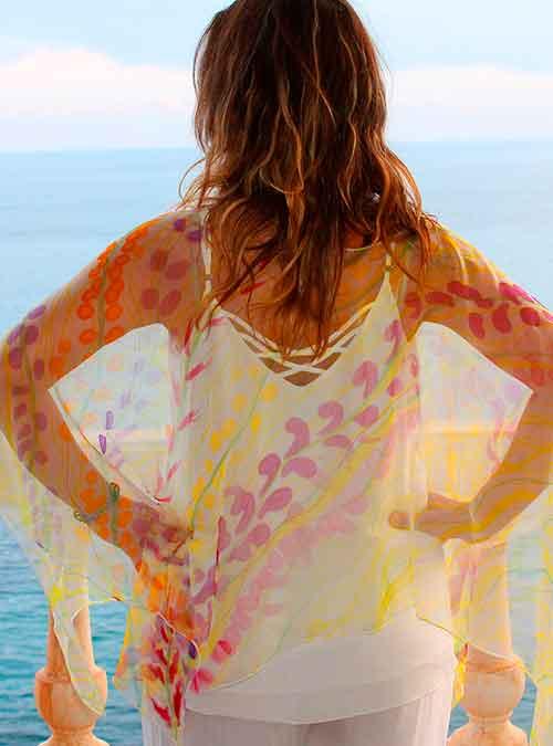 blusa seda pintada a mano bella en verano